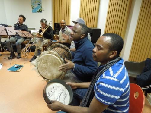 Répétition Babel Orkestra : les comoriens aux percussions